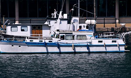 Bootkeuring van schip in het water