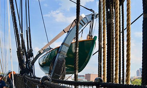 Keuring van boot op het vaste land