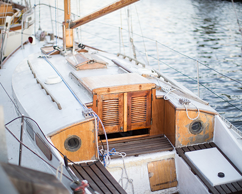 Is uw boot of jacht toe aan een refit of verbouwing? Bel Jachtexpert voor de beste Bouw- en refitbegeleiding